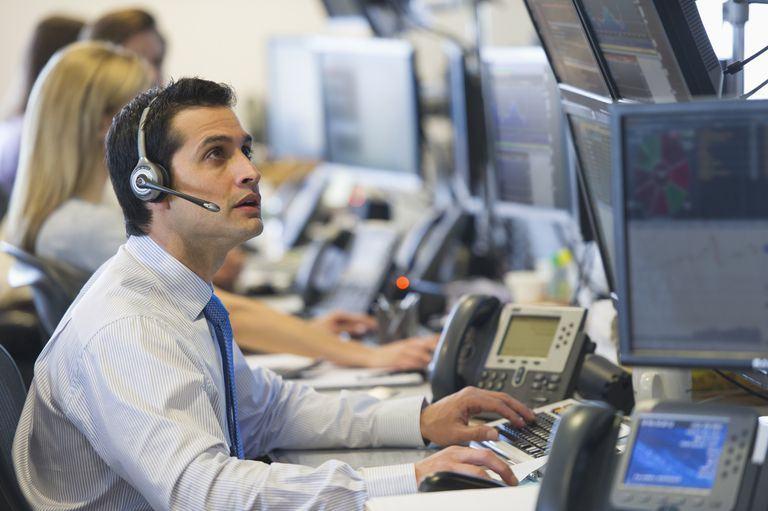 stock trader 56a0f2a03df78cafdaa6ab1d - Là chủ doanh nghiệp bạn sẽ làm gì nếu nhân viên của mình dành thời gian nghiên cứu & đầu tư tiền điện tử?
