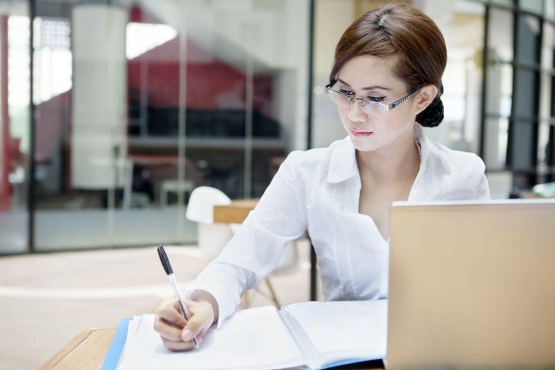 cong tac vien cho cac trang bao dien tu 144887 - Dân văn phòng nên kinh doanh gì để tăng thu nhập?