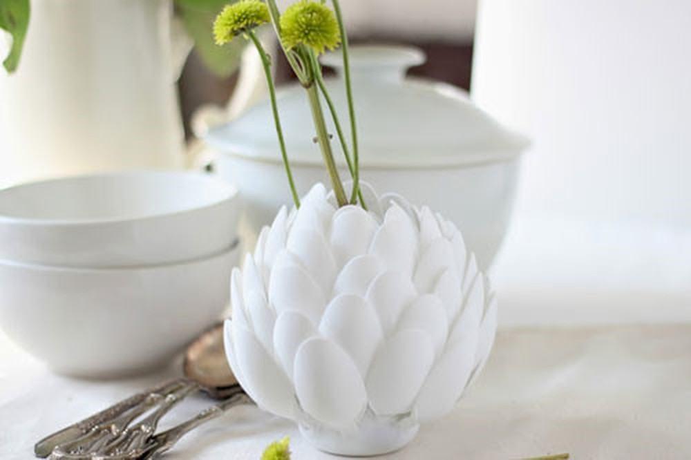 Hoa sen làm từ thìa nhựa
